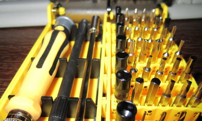 Подготовка инструментов для замены замка