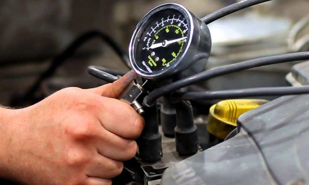 Определяем компрессию в двигателе автомобиля ВАЗ 2114 8 клапанов